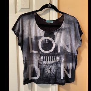 "Graphic crop tee that says ""London"""